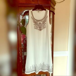 Like new White Sleeveless Embroidered Dress